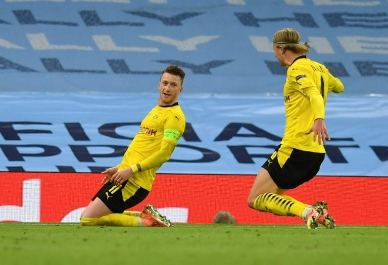 Marco Reus (L) celebrates after scoring at Manchester City on Tuesday