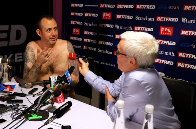 "<a class=""link rapid-noclick-resp"" href=""/ncaaf/players/266979/"" data-ylk=""slk:Mark Williams"">Mark Williams</a> of Wales kept a pre-tournament promise to address the media in the nude after he won Monday's Snooker World Championships. (PA Images)"
