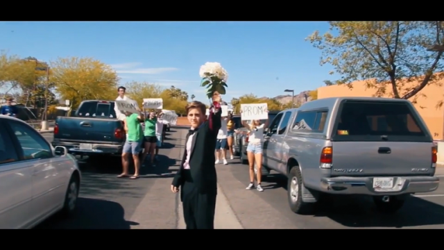teen-pulls-seriously-impressive-la-la-land-stunt-to-ask-emma-stone-to-prom