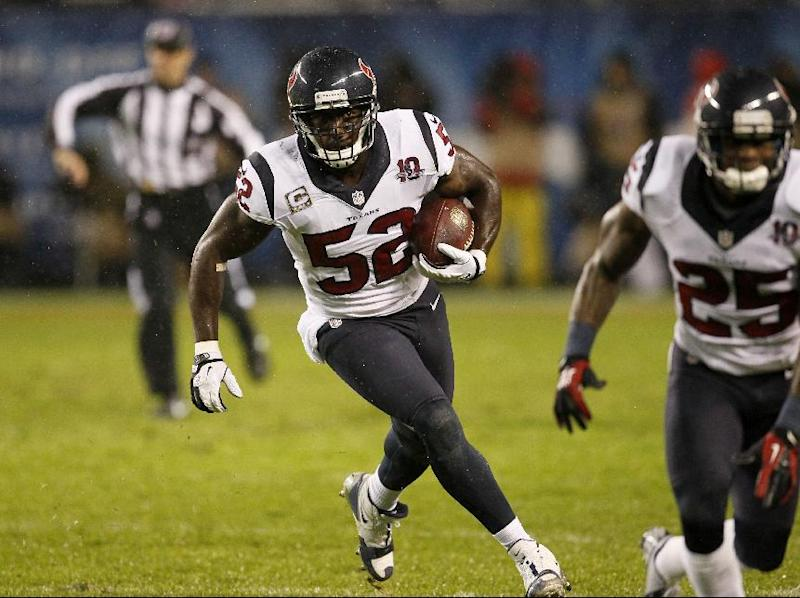 Houston Texans linebacker Tim Dobbins (52) runs after recovering a fumble by Chicago Bears tight end Kellen Davis (87) during the first half an NFL football game, Sunday, Nov. 11, 2012, in Chicago. (AP Photo/Charles Rex Arbogast)