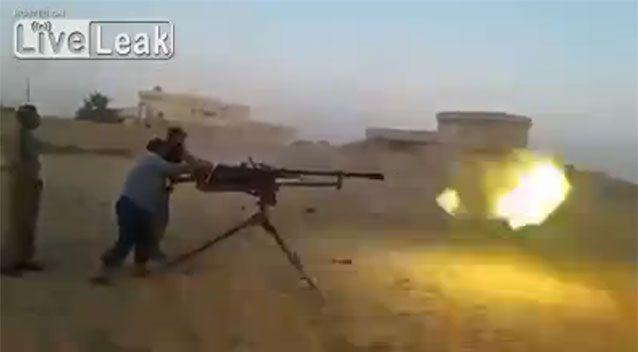 The pair begin to fire the automatic rifle. Source: LiveLeak