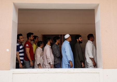 People wait in line to cast their vote at a polling station during the general election in Karachi, Pakistan, July 25, 2018.  REUTERS/Akhtar Soomro