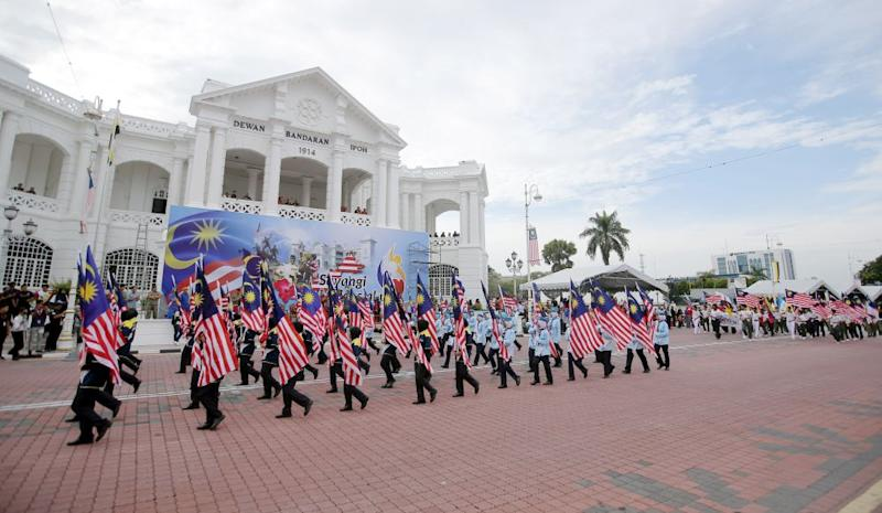 A total of 117 contingents, including government agencies, statutory bodies, schools and non-governmental organisations rehearse for the state-level National Day celebration in front of the Ipoh Town Hall, August 29, 2018.