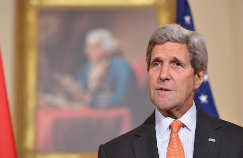 US Secretary of State John Kerry speaks ahead of a working lunch with Vietnamese Deputy Prime Minister and Foreign Minister Pham Binh Minh on October 2, 2014 at the State Department in Washington, DC (AFP Photo/Mandel Ngan)