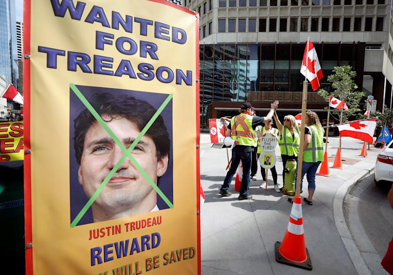 Protesters demonstrate outside a Liberal Party fundraiser where Canadian Prime Minister Justin Trudeau was speaking in Calgary, Alberta, Canada on July 13. (Photo: Todd Korol / Reuters)
