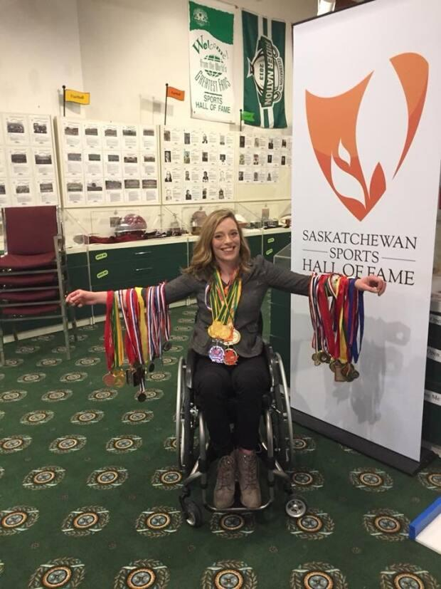 Franks has competed in Paralympic wheelchair racing and basketball, and set world records in the 100m, 200m, 400m, 800m, 1500m, 5000m and marathon wheelchair racing events.