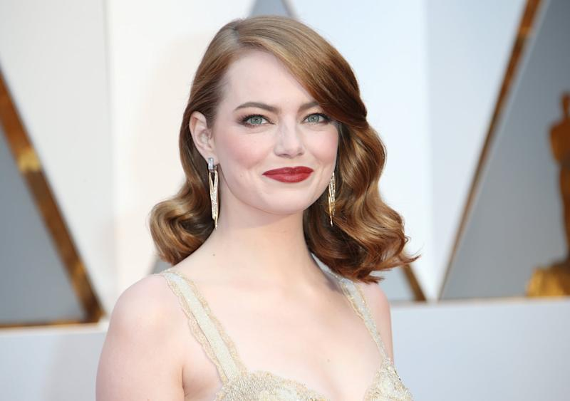 HOLLYWOOD, CA - FEBRUARY 26: Actress Emma Stone arrives at the 89th Annual Academy Awards at Hollywood & Highland Center on February 26, 2017 in Hollywood, California. (Photo by Dan MacMedan/Getty Images)