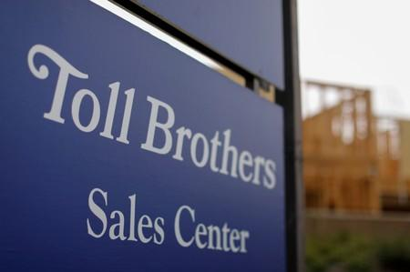 Toll Brothers profit beat clouded by weakness in orders