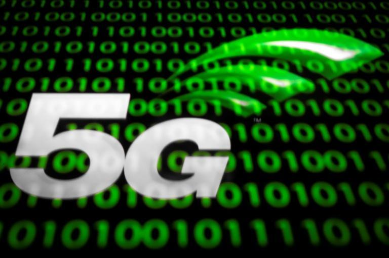 Experts say deploying superfast 5G telecom networks in the US poses major challenges