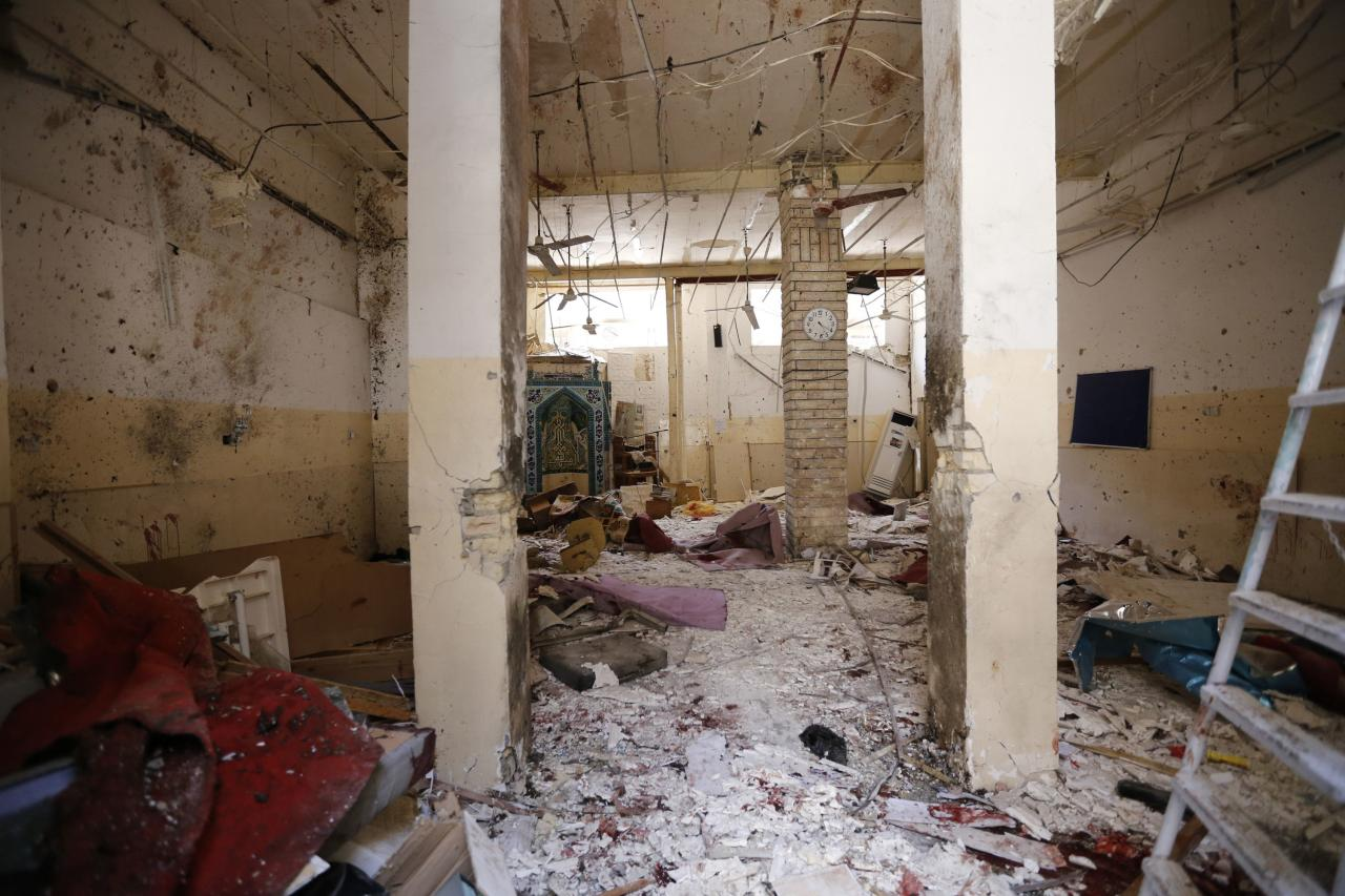Debris lays strewn at the site of a bomb attack inside a Shi'ite mosque in Baghdad May 27, 2014. The attack by a suicide bomber killed 19 people and wounded 36, police sources said. REUTERS/Thaier Al-Sudani (IRAQ - Tags: CIVIL UNREST POLITICS RELIGION)