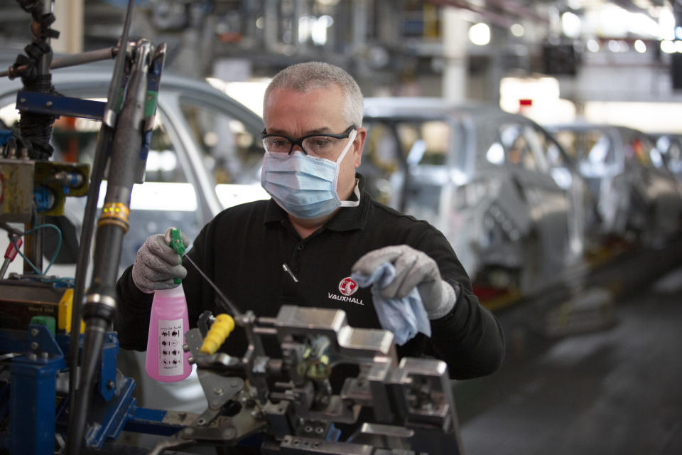 UK economy slows in September amid rising inflation, manufacturing pmi data shows