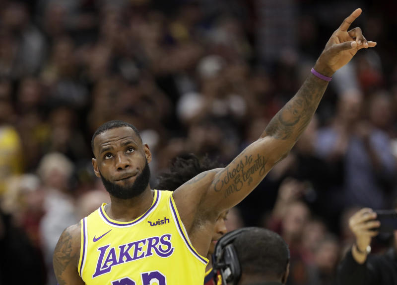3727290e4ca LeBron James trolled Lakers teammate while Ohio State dominated Michigan