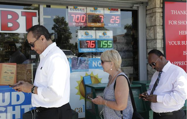 <p>People wait outside the Bluebird Liquor store to purchase lottery tickets in Hawthorne, Calif., Aug. 22, 2017. (Photo: Mike Nelson/EPA/REX/Shutterstock) </p>