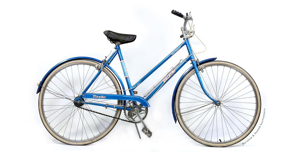 The blue Raleigh Traveller Bicycle which once belonged to Princess Diana. (Burstow & Hewett Auctioneers)