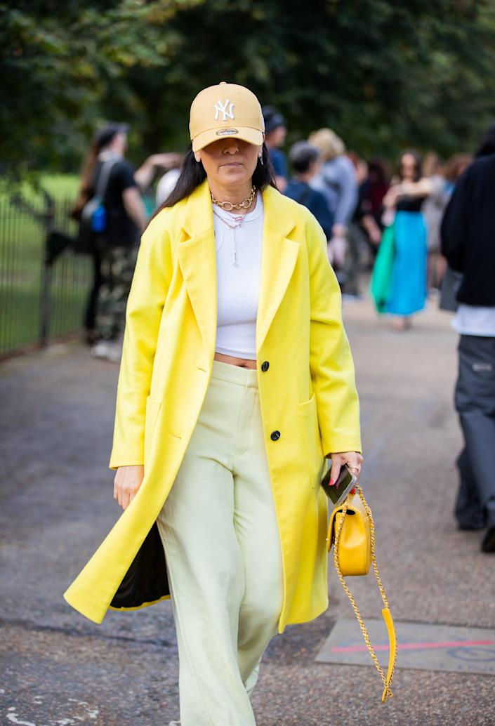 <p>Yellow on yellow makes this a sunny combo. </p>
