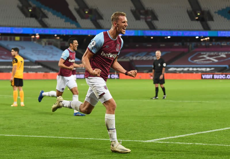 West Ham beat Wolves 4-0 to give boost to boss Moyes