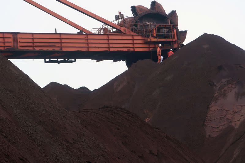 Speculators keep iron ore price sizzling, divorced from fundamentals