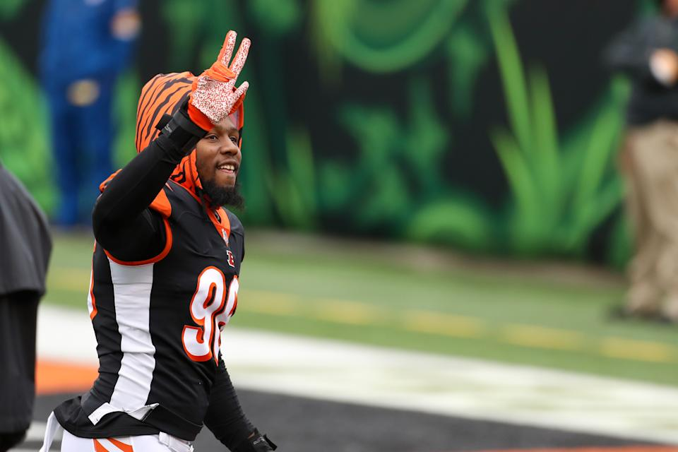 CINCINNATI, OH - OCTOBER 25: Cincinnati Bengals defensive end Carlos Dunlap (96) reacts before the game against the Cleveland Browns and the Cincinnati Bengals on October 25, 2020, at Paul Brown Stadium in Cincinnati, OH. (Photo by Ian Johnson/Icon Sportswire via Getty Images)