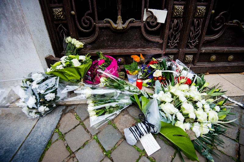 Flowers are laid at the French embassy in Brussels on November 14, 2015, a day after a series of attack in Paris (AFP Photo/Laurie Dieffembacq)