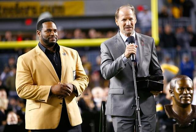 Former Pittsburgh Steelers coach Bill Cowher, at right with American Football Hall of Fame rusher Jerome Bettis, will join his former player on the honor list after his 2020 induction was revealed Saturday (AFP Photo/Jared Wickerham)