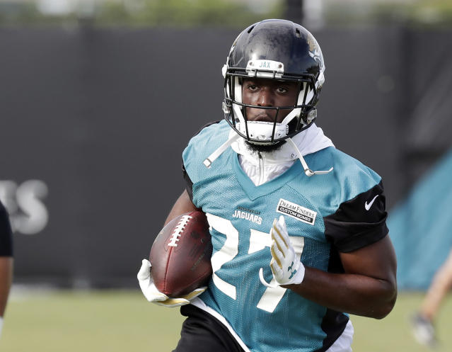 "<a class=""link rapid-noclick-resp"" href=""/nfl/teams/jac"" data-ylk=""slk:Jacksonville Jaguars"">Jacksonville Jaguars</a> running back <a class=""link rapid-noclick-resp"" href=""/nfl/players/30117/"" data-ylk=""slk:Leonard Fournette"">Leonard Fournette</a> could exceed expectations this season behind sound offensive line play. (AP Photo/John Raoux)"