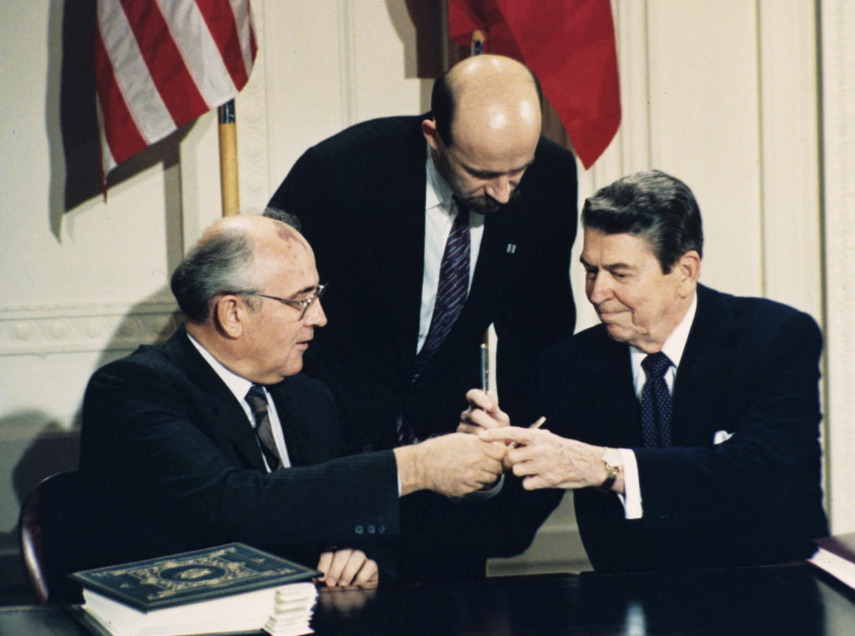 Soviet leader Mikhail Gorbachev and President Ronald Reagan exchange pens during the INF Treaty signing ceremony at the White House in 1987. Gorbachev's translator Pavel Palazhchenko stands in the middle. (Photo: Bob Daugherty/AP)