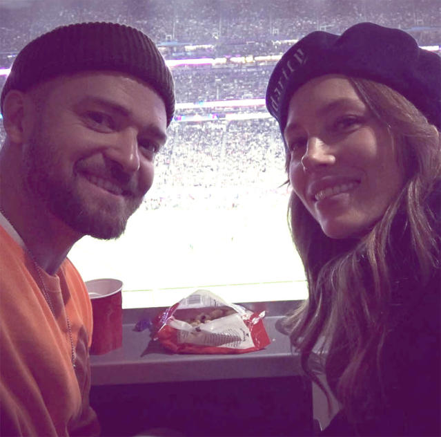 "<p>The Super Bowl halftime headliner easily transitioned from performer to spectator, as evidenced by this snapshot that he and wife Jessica Biel took from their prime seats late in the fourth quarter. ""3 mins left. 1 point game,"" JT reported. (Photo: <a href=""https://www.instagram.com/p/BezIYXbBAYK/?taken-by=justintimberlake"" rel=""nofollow noopener"" target=""_blank"" data-ylk=""slk:Justin Timberlake via Instagram"" class=""link rapid-noclick-resp"">Justin Timberlake via Instagram</a>) </p>"