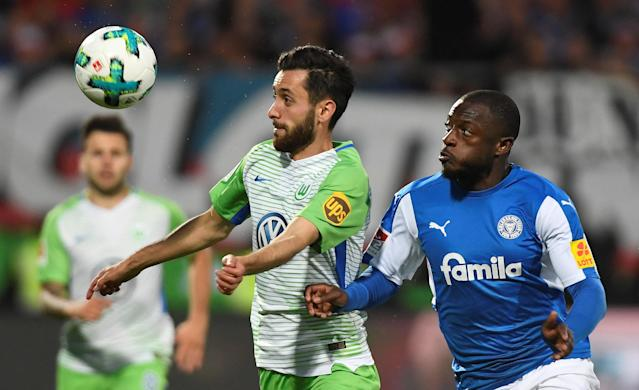 Soccer Football - Bundesliga Promotion/Relegation Playoff Second Leg - Holstein Kiel vs VfL Wolfsburg - Holstein-Stadion, Kiel, Germany - May 21, 2018 Wolfsburg's Yunus Malli in action with Holstein Kiel's David Kinsombi REUTERS/Fabian Bimmer DFL RULES TO LIMIT THE ONLINE USAGE DURING MATCH TIME TO 15 PICTURES PER GAME. IMAGE SEQUENCES TO SIMULATE VIDEO IS NOT ALLOWED AT ANY TIME. FOR FURTHER QUERIES PLEASE CONTACT DFL DIRECTLY AT + 49 69 650050