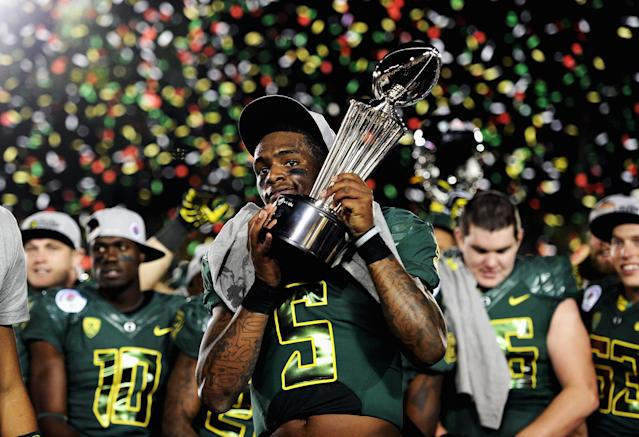 PASADENA, CA - JANUARY 02: Quarterback Darron Thomas #5 of the Oregon Ducks celebrates after the Ducks 45-38 victory against the Wisconsin Badgers at the 98th Rose Bowl Game on January 2, 2012 in Pasadena, California. (Photo by Harry How/Getty Images)