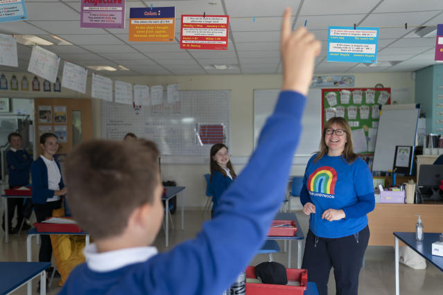 Teacher Dawn Burrows gets ready for a maths class with her Year 6 pupils from Landywood Primary School (Picture: Getty)
