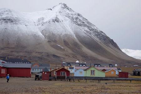 A view shows the Ny-Aalesund research station, the world's northernmost community, on the Arctic archipelago of Svalbard, Norway, September 20, 2016. REUTERS/Gwladys Fouche