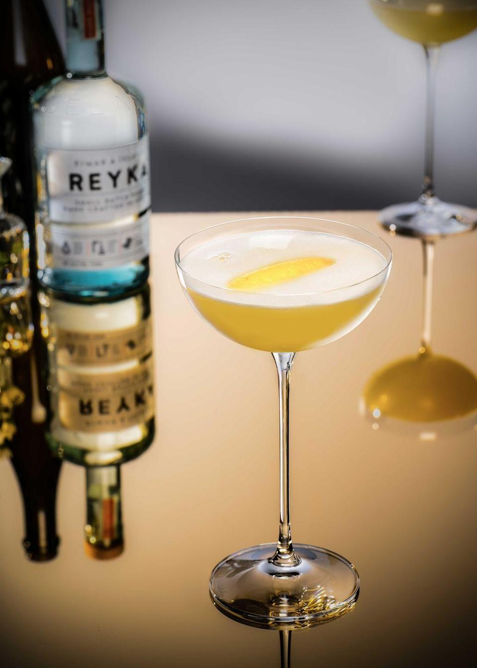 <p><strong>Ingredients</strong></p><p>1.5 oz Reyka vodka<br>.5 oz lemon juice<br>.25 oz simple syrup<br>2 oz pear juice<br>Champagne to top</p><p><strong>Instructions</strong></p><p>Combine all ingredients in shaker except champagne. Shake, serve in coupe, top with champagne, add a twist of lemon for garnish.</p>