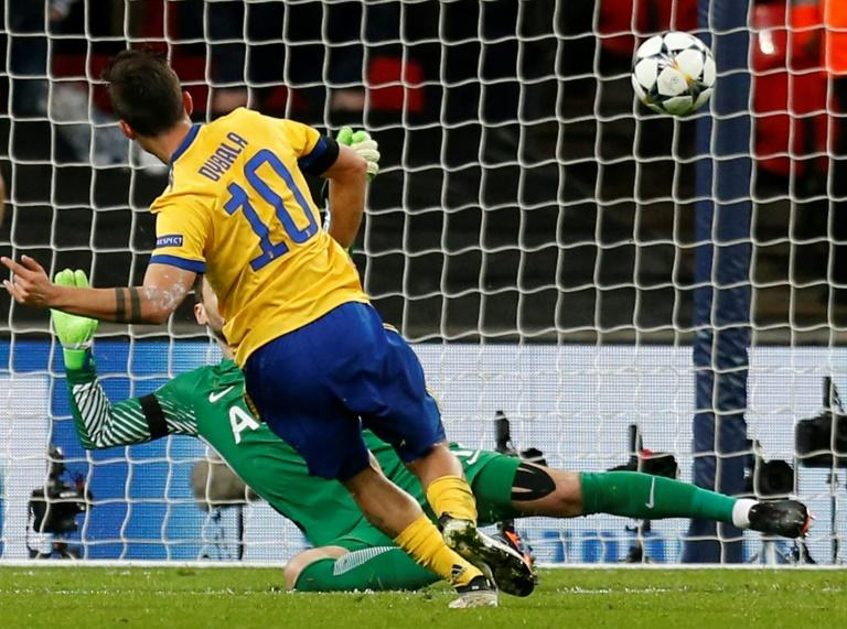 Paulo Dybala's cool finish sent Juventus through to the quarter-finals