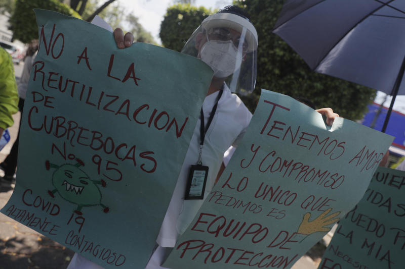MEXICO CITY, MEXICO - MAY 25, 2020: A Health worker wears protective mask while holds a placard to take part during a demonstration outside of INER Hospital to protest against the Government of Mexico because they have not received the medical supplies to attend patients without risk of becoming infected during the Coronavirus pandemic . On May 25, 2020 In Mexico City, Mexico- PHOTOGRAPH BY Juan Carlos Williams / Eyepix Gr/ Barcroft Studios / Future Publishing (Photo credit should read Juan Carlos Williams / Eyepix Group/Barcroft Media via Getty Images)