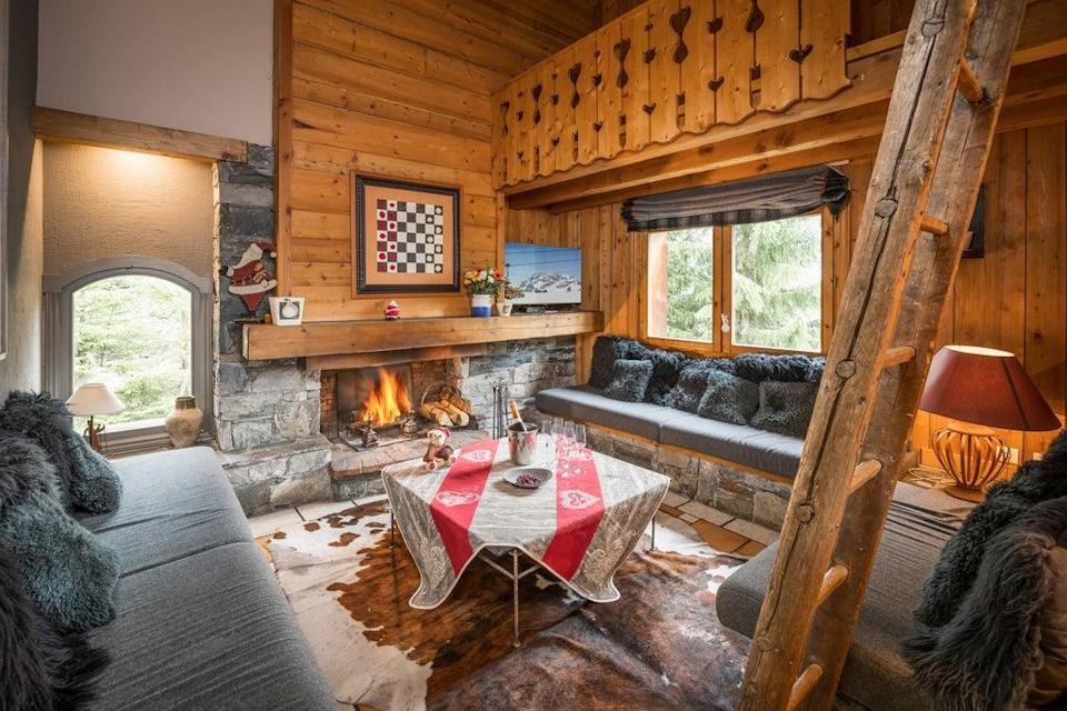 Travellers can expect to wind-down and warm-up in the snug after a day on the slopes (Ski France)