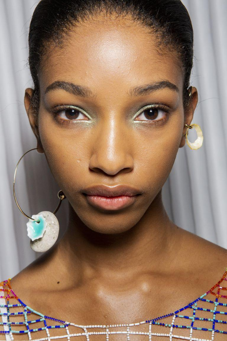 <p>A pastel green inner eye highlighter was the focal point of the makeup look at Missoni.</p>