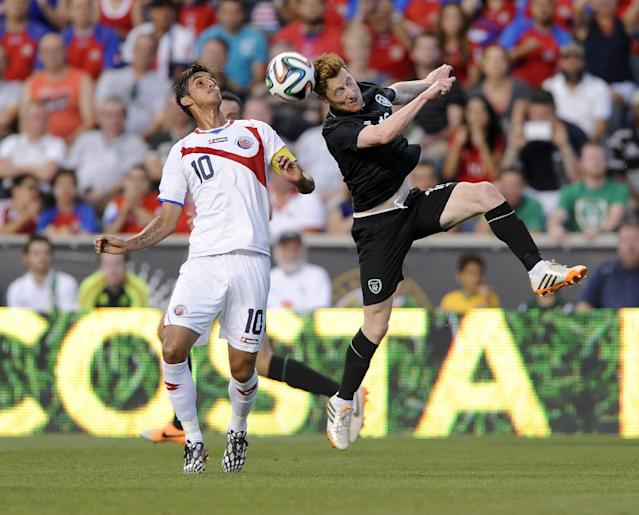 Ireland's Stephen Quinn, right, heads the ball past Costa Rica's Bryan Ruiz during the first half of an international friendly soccer match on Friday, June 6, 2014, in Chester, Pa. (AP Photo/Michael Perez)