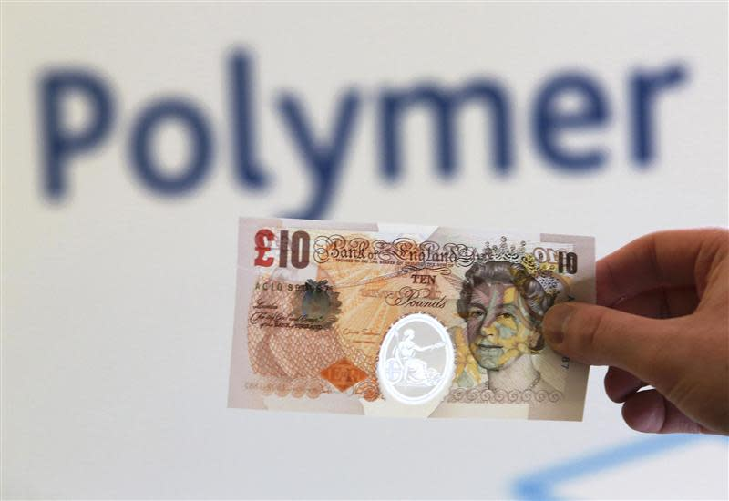 A sample polymer ten GB pound banknote is seen on display at the Bank of England in London September 10, 2013. REUTERS/Chris Ratcliffe/pool