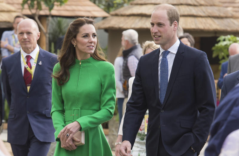 LONDON, ENGLAND - MAY 23: Catherine, Duchess of Cambridge and Prince William, Duke of Cambridge attend Chelsea Flower Show press day at Royal Hospital Chelsea on May 23, 2016 in London, England. The prestigious gardening show features hundreds of stands and exhibition gardens. (Photo by Mark Cuthbert/UK Press via Getty Images)
