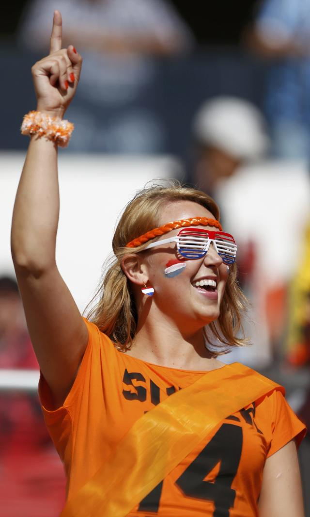 A Netherlands fan waits for the 2014 World Cup Group B soccer match between Australia and Netherlands at the Beira Rio stadium in Porto Alegre June 18, 2014. REUTERS/Edgard Garrido (BRAZIL - Tags: SOCCER SPORT WORLD CUP)