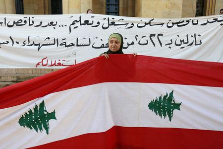 A woman holds a Lebanese flag during a protest in Beirut, Lebanon November 22, 2018. REUTERS/Aziz Taher