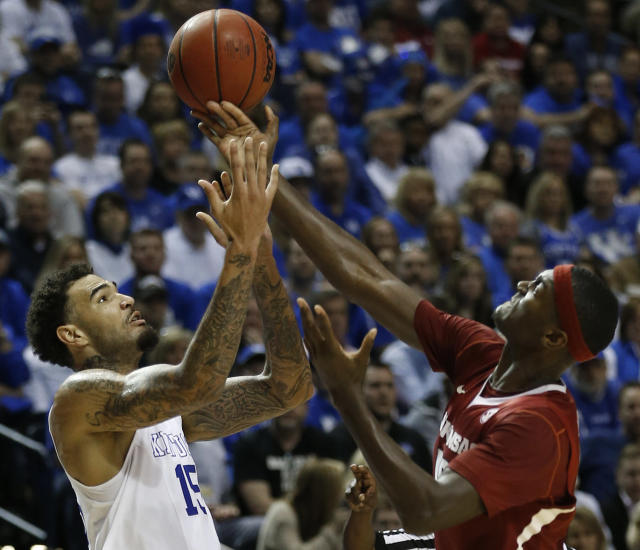 Kentucky forward Willie Cauley-Stein (15) and Arkansas forward Bobby Portis (10) chase a loose ball during the second half of the NCAA college basketball Southeastern Conference tournament championship game, Sunday, March 15, 2015, in Nashville, Tenn. (AP Photo/Steve Helber)
