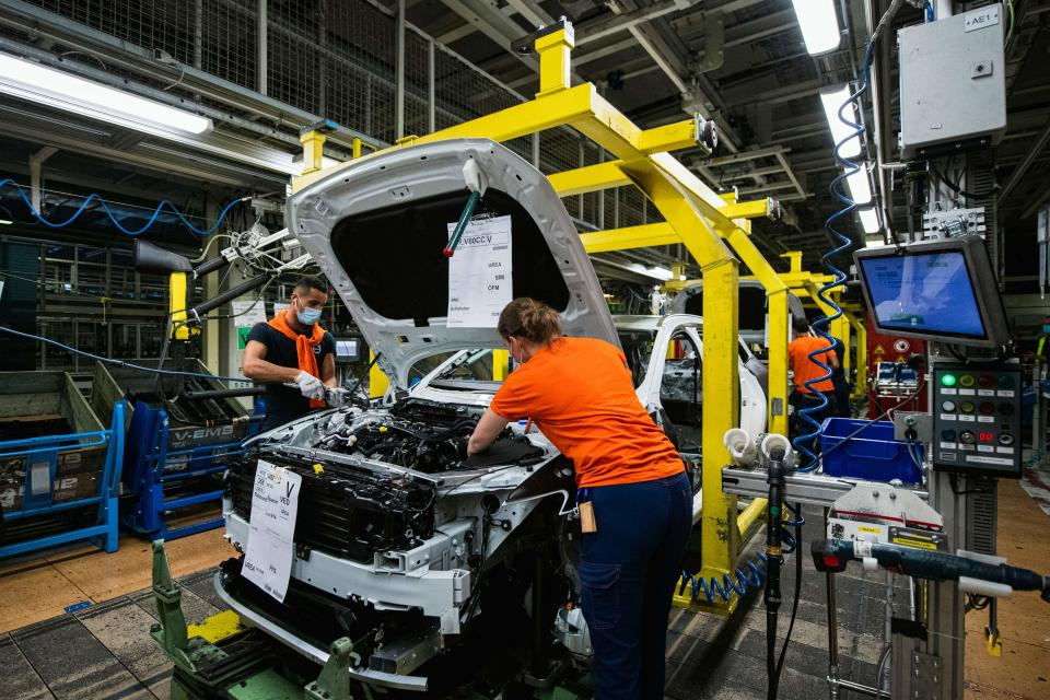 Employees work at the production line of Volvo's Torslanda production plant in Gothenburg, Sweden. Photo: Jonathan Nackstrand/AFP