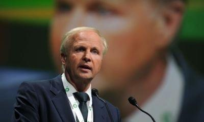 BP averts pay revolt after chief executive Bob Dudley awards are cut