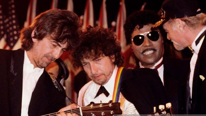 George Harrison, Bob Dylan, Little Richard and Mike Love of The Beach Boys performing at the 1988 Rock & Roll Hall Of Fame awards in New York