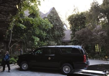 The President Has Landed: Obama Touches Down in L.A. for Dinner at George Clooney's (Updated)