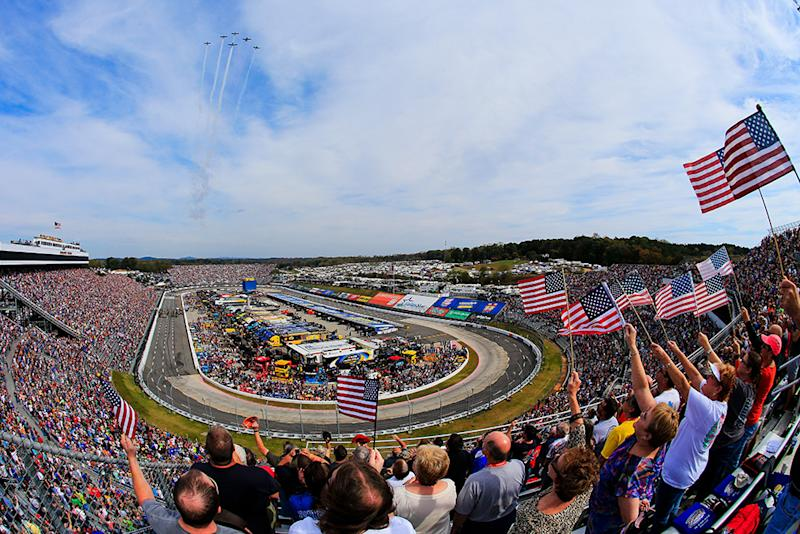 STP 500: Brad Keselowski comes back to pass Kyle Busch, win in Martinsville