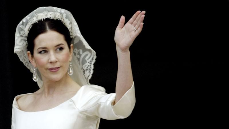 Crown Princess Mary waves from the balcony of Christian VII's Palace after her wedding