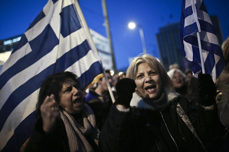 People shout slogans and wave Greek flags during an anti-austerity, pro-government rally in front of the Parliament in Athens on February 15, 2015 (AFP Photo/Angelos Tzortzinis)