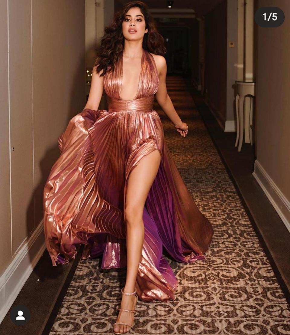 She glided through the red carpet of the beauty awards in an ultra glam metallic gown by Maria Lucia Hohan. Walking in this densely pleated dress, boasting a plunging neckline and perfectly placed slit, the <em>Dhadkan </em>actress took her style game several notches up. She drowned herself in highlighter, glittered up the eyes, and left the lips nude. The barely-there strappy heels matched the outfit pretty well, and the wavy shoulder-length tresses rounded up the look.